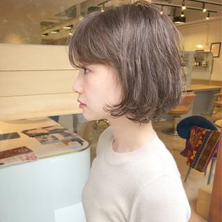 ハイトーン ショート 大人女子 パーマ ヘアスタイルや髪型の写真・画像 ヘアスタイルや髪型の写真・画像