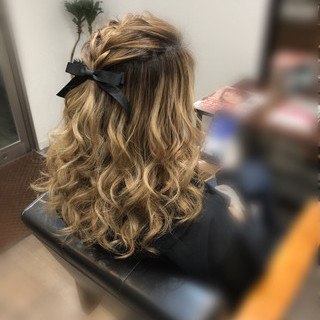 前髪アレンジ ヘアアレンジ セミロング 編み込み ヘアスタイルや髪型の写真・画像