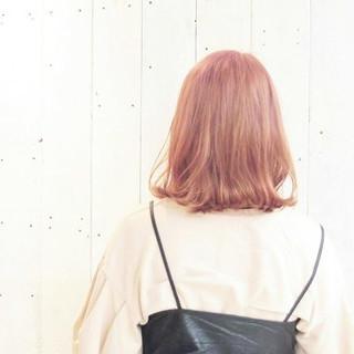 透明感 ミルクティー ボブ 外ハネ ヘアスタイルや髪型の写真・画像 ヘアスタイルや髪型の写真・画像
