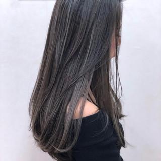 フェミニン 外国人風 グレージュ ハイライト ヘアスタイルや髪型の写真・画像
