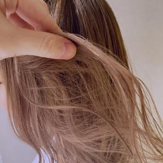 ロング ヌーディベージュ ナチュラル ベージュ ヘアスタイルや髪型の写真・画像