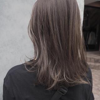大人ハイライト オフィス ミディアム イルミナカラー ヘアスタイルや髪型の写真・画像
