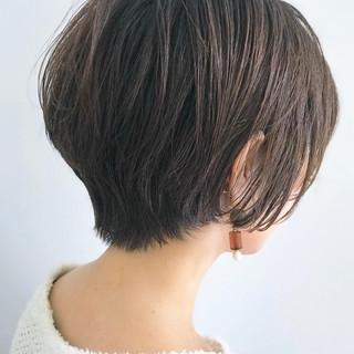 アッシュベージュ ナチュラル ショート 小顔 ヘアスタイルや髪型の写真・画像