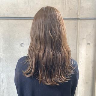波ウェーブ ロング アッシュベージュ 大人ロング ヘアスタイルや髪型の写真・画像
