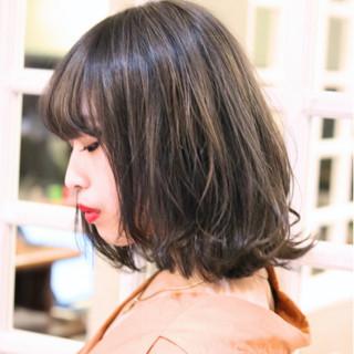 アッシュ ロブ 外ハネ ストリート ヘアスタイルや髪型の写真・画像