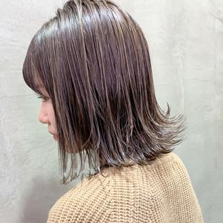 アンニュイほつれヘア ミルクティーグレージュ 3Dハイライト ミディアム ヘアスタイルや髪型の写真・画像