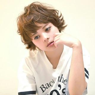 ガーリー かわいい オン眉 パーマ ヘアスタイルや髪型の写真・画像