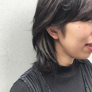 モード ミディアム グレージュ インナーカラー ヘアスタイルや髪型の写真・画像