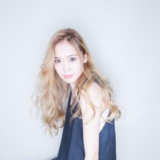 ヌーディベージュ ブリーチオンカラー ナチュラル ダブルブリーチ ヘアスタイルや髪型の写真・画像