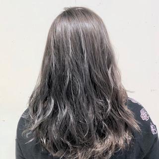 ウェーブ グラデーションカラー セミロング ゆるふわ ヘアスタイルや髪型の写真・画像
