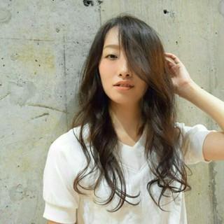 外国人風 アッシュ ブラウン ロング ヘアスタイルや髪型の写真・画像
