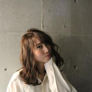 ブラウンベージュ ナチュラル 透明感カラー ミディアム ヘアスタイルや髪型の写真・画像