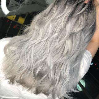 シルバー セミロング ヘアアレンジ ストリート ヘアスタイルや髪型の写真・画像