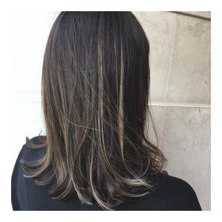 外国人風カラー ハイライト 外国人風 ミディアム ヘアスタイルや髪型の写真・画像 ヘアスタイルや髪型の写真・画像