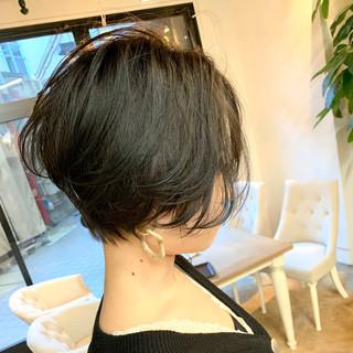 ショート 暗髪 ハンサムショート ゆるふわ ヘアスタイルや髪型の写真・画像