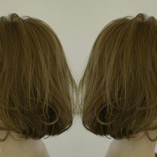 アッシュ ハイライト 切りっぱなし 束感 ヘアスタイルや髪型の写真・画像