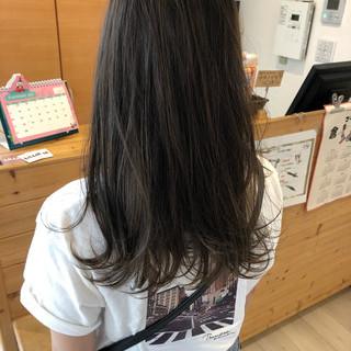 アッシュベージュ ナチュラル セミロング デート ヘアスタイルや髪型の写真・画像