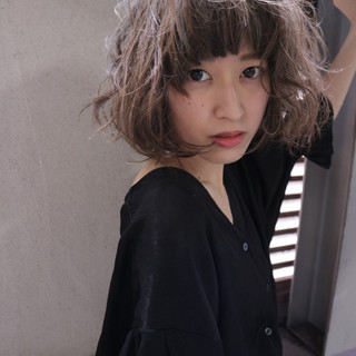 ハイライト ヌーディベージュ ナチュラル 外国人風 ヘアスタイルや髪型の写真・画像