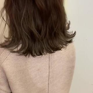 ナチュラル アンニュイほつれヘア 波ウェーブ 大人かわいい ヘアスタイルや髪型の写真・画像