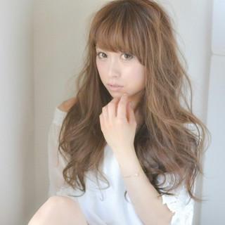 ロング デジタルパーマ 大人かわいい ブラウン ヘアスタイルや髪型の写真・画像