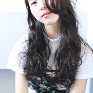 ロング ゆるふわ 暗髪 大人かわいい ヘアスタイルや髪型の写真・画像