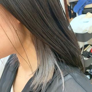 インナーカラー ミディアム ストリート ホワイトシルバー ヘアスタイルや髪型の写真・画像