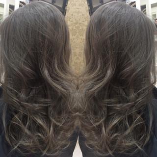外国人風 セミロング ナチュラル グラデーションカラー ヘアスタイルや髪型の写真・画像