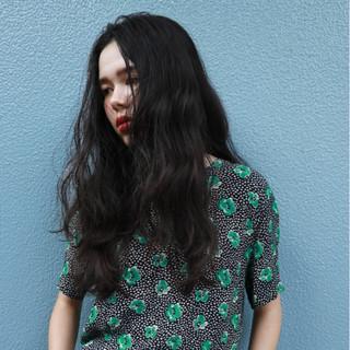 ナチュラル デジタルパーマ レイヤーカット ロング ヘアスタイルや髪型の写真・画像