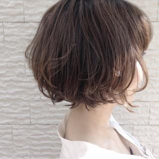 グレージュ ボブ ナチュラル レイヤーカット ヘアスタイルや髪型の写真・画像