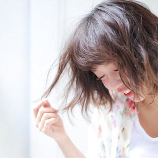 リラックス ウェーブ アンニュイ ガーリー ヘアスタイルや髪型の写真・画像