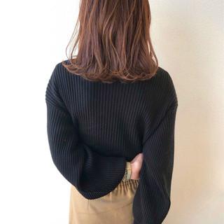 外ハネ 秋冬スタイル デート ナチュラル ヘアスタイルや髪型の写真・画像