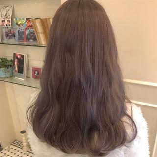 グレージュ ラベンダーアッシュ ロング ミルクティーベージュ ヘアスタイルや髪型の写真・画像