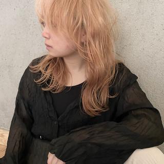 ウルフカット レイヤーボブ ブリーチカラー ナチュラル ヘアスタイルや髪型の写真・画像