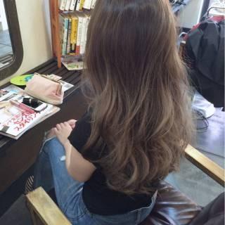 グラデーションカラー グレージュ ブルーアッシュ イノセントカラー ヘアスタイルや髪型の写真・画像