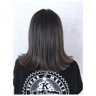 オリーブグレージュ オリーブアッシュ マットグレージュ ミディアム ヘアスタイルや髪型の写真・画像