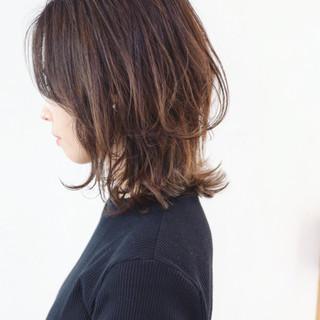 ミディアム グラデーションカラー ナチュラルグラデーション ミディアムレイヤー ヘアスタイルや髪型の写真・画像