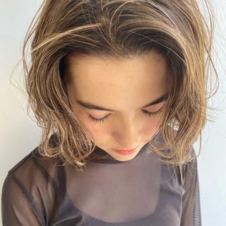 ミニボブ ナチュラル ミルクティーベージュ 外ハネボブ ヘアスタイルや髪型の写真・画像