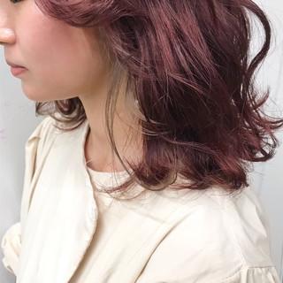 フェミニン チェリーレッド アディクシーカラー ミディアム ヘアスタイルや髪型の写真・画像