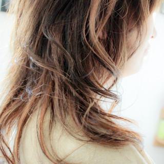 ウェーブ アンニュイ ナチュラル ハイライト ヘアスタイルや髪型の写真・画像