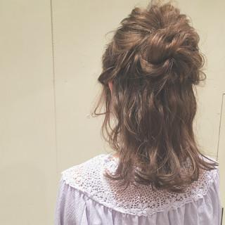 女子会 セミロング 結婚式 ナチュラル ヘアスタイルや髪型の写真・画像