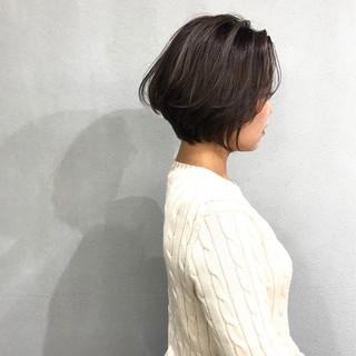 簡単スタイリング ショート グレージュ ナチュラル ヘアスタイルや髪型の写真・画像