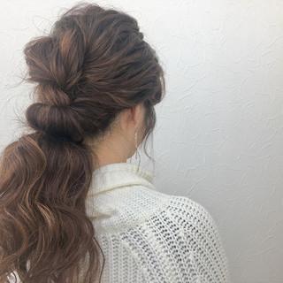 ローポニーテール 波ウェーブ ロング ナチュラル ヘアスタイルや髪型の写真・画像 ヘアスタイルや髪型の写真・画像