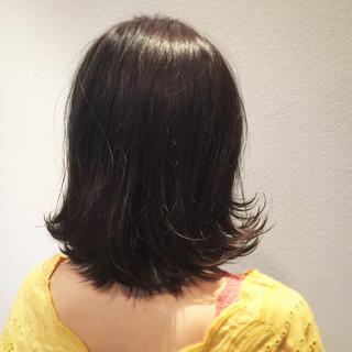 リラックス ミディアム ナチュラル ウェーブ ヘアスタイルや髪型の写真・画像