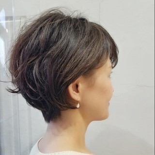 オフィス ショートボブ 40代 くせ毛風 ヘアスタイルや髪型の写真・画像