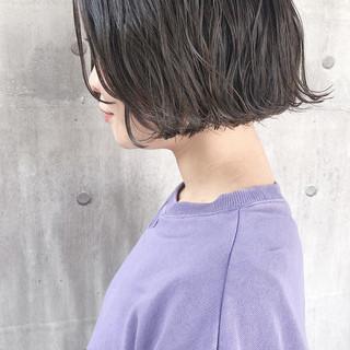 アッシュベージュ 切りっぱなしボブ アンニュイほつれヘア 大人かわいい ヘアスタイルや髪型の写真・画像 ヘアスタイルや髪型の写真・画像