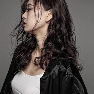 ロング パーマ 外国人風 アッシュ ヘアスタイルや髪型の写真・画像
