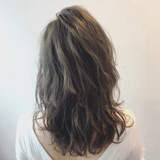 ストリート セミロング リラックス 透明感 ヘアスタイルや髪型の写真・画像