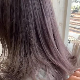 ラベンダーグレージュ フェミニン ミディアム ミルクティーグレージュ ヘアスタイルや髪型の写真・画像