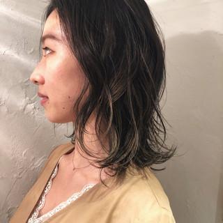 オフィス グラデーションカラー グレージュ ハイライト ヘアスタイルや髪型の写真・画像
