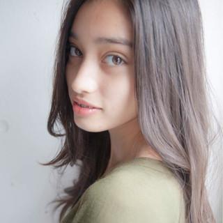 外国人風 暗髪 パーマ ロング ヘアスタイルや髪型の写真・画像